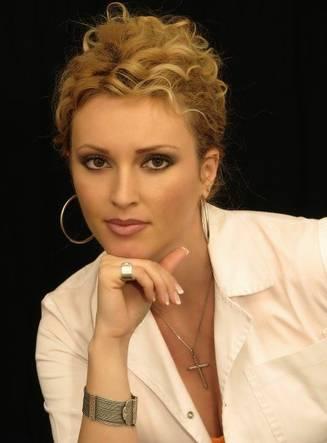 Iulia-Preda–parfumier-cu-diploma–despre-aroma-fiecarei-tari–Parfumul-tradeaza-inclusiv-educatia–font-color–red–Interviu–font-